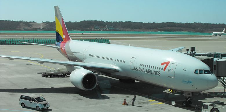 ASIANA Boeing 777 at Soeul Incheon Airport March 2009