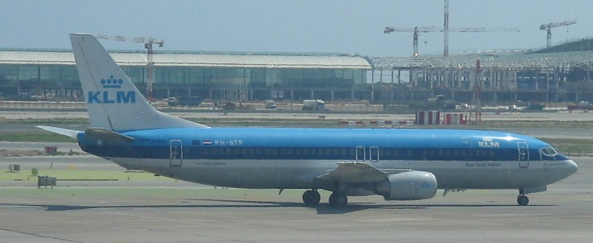 KLM 737-400 at BCN Aug 2007