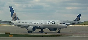 United Continental Boeing 757 at Chicago - Nov 2011